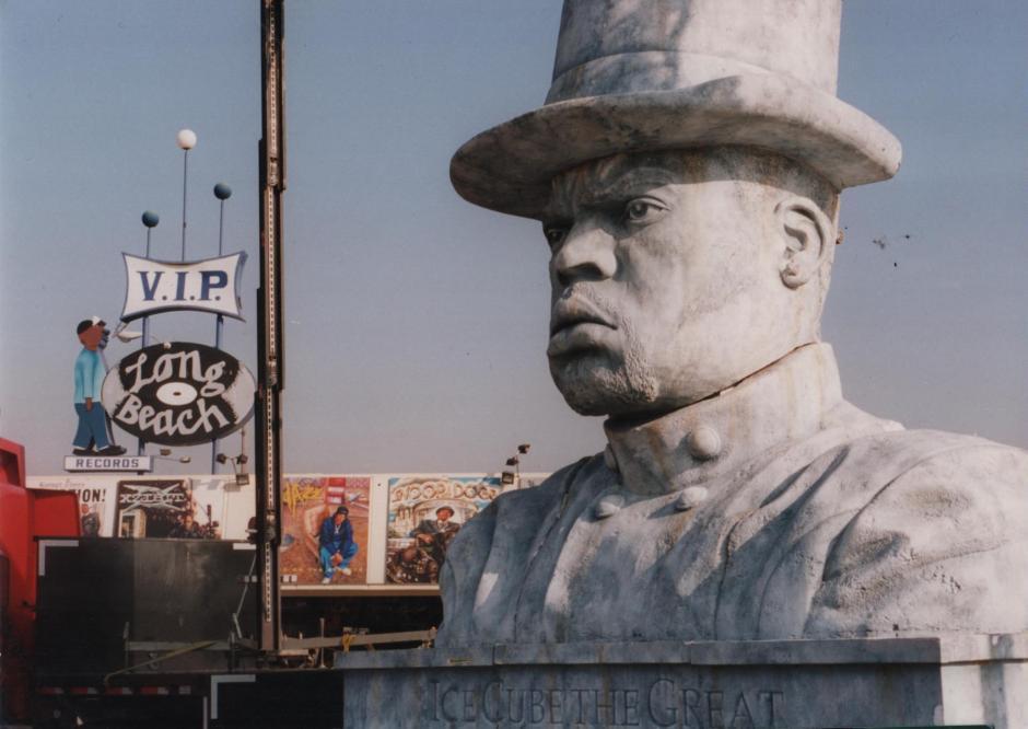 Ice Cube Statue